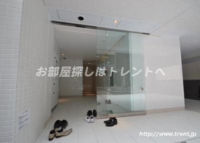 【エントランス】クレイシア新宿御苑前