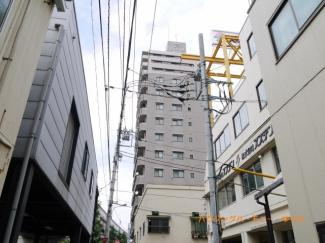 SRC造14階建てのシャープな創りのマンションです。