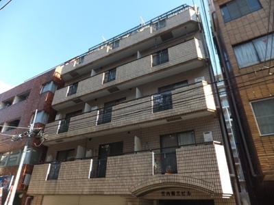 鉄筋コンクリート造7階建て。駅からのアクセス良好