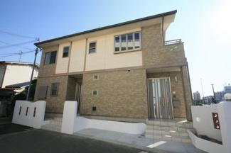高石市加茂2丁 築浅い2世帯住宅です オーナーが住宅建材メーカーにお勤めの時代に 自ら資材を持ち込んで造らせた一邸です