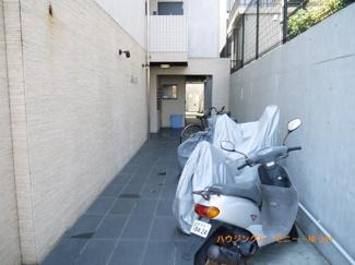敷地内にバイク置き場あり