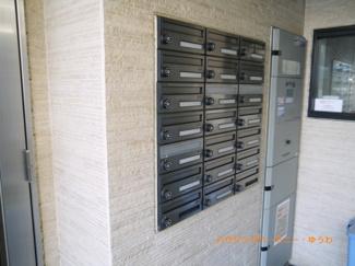 一階にポスト設置で、郵便受取りも便利です