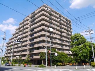 SRC地上11階建てのシャープなマンションとなります。