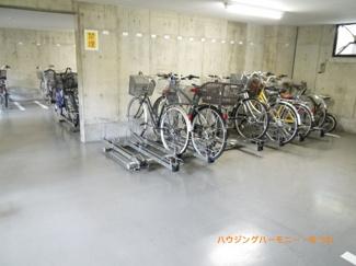 駐輪場があるので、サイクリングを楽しんでください。