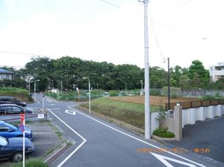 公園まで徒歩2分の緑豊かな住空間