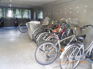 便利な、屋内駐輪場有り。