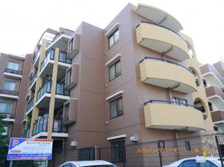 RC造5階建てのシャープな創りのマンションです。