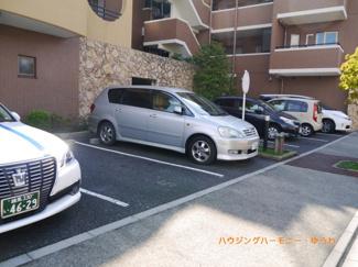 敷地内には、広い駐車場あり