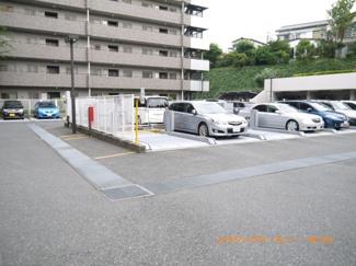 敷地内に広い駐車場完備