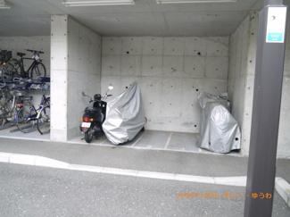 便利な屋根付バイク置場あり