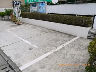 駐車場スペースになります。敷地内月々30,000円となります