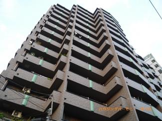 SRC造地上14階建てシャープな造りの建物です。