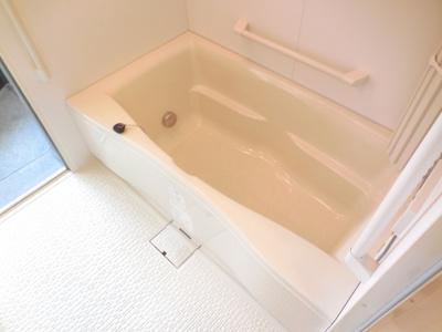 嬉しい追い炊き付きのお風呂です!