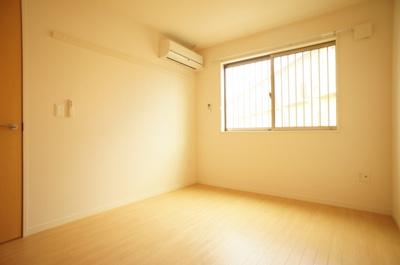 エアコン完備の北側洋室♪