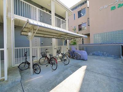 屋根付きの駐輪スペースです