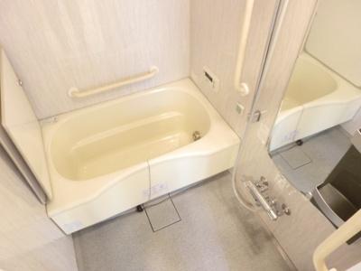 【浴室】アスタ新長田タワーズコート6番館タワー棟