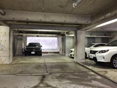 【ビラ・フレスカ】建物内地下