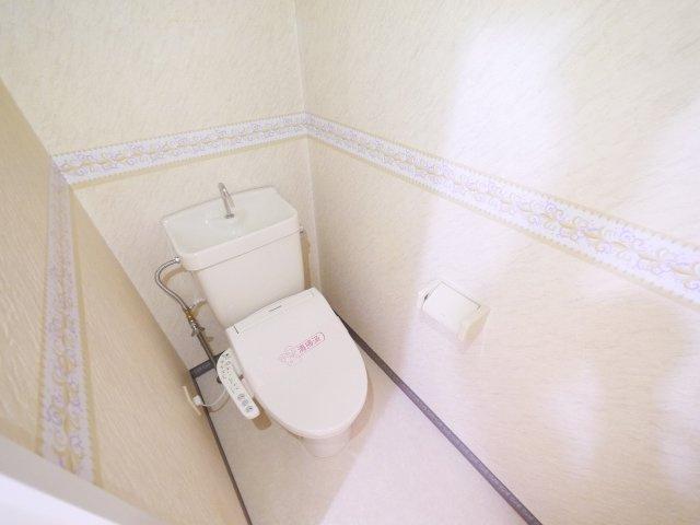 落ち着いたトイレにはウォシュレット付き