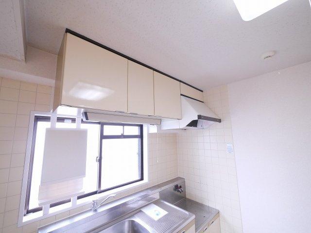 キッチン吊戸棚ございます