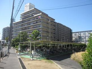 南海本線「和泉大宮」駅、徒歩12分。