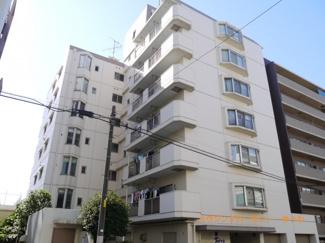 閑静な住宅街に立地するRC造の建物です。