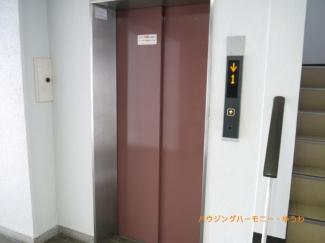 エレベーターで、引っ越しも楽です。