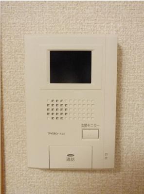 玄関入ってすぐ階段、階段も専有です。
