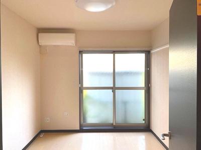 1Fの洋室です。照明・エアコン付き!