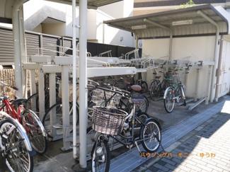 敷地内に便利な屋根付き駐輪場があります。
