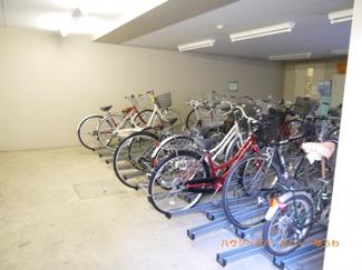 建物内に便利な駐輪場があります。