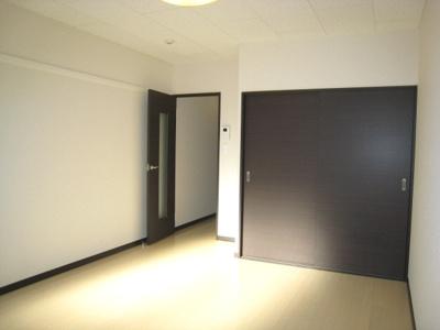 2011年築、フローリングのお部屋です