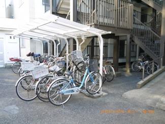 建物内に駐輪場有ります。