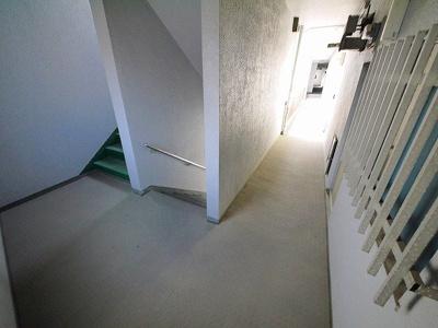 共用部分の階段です