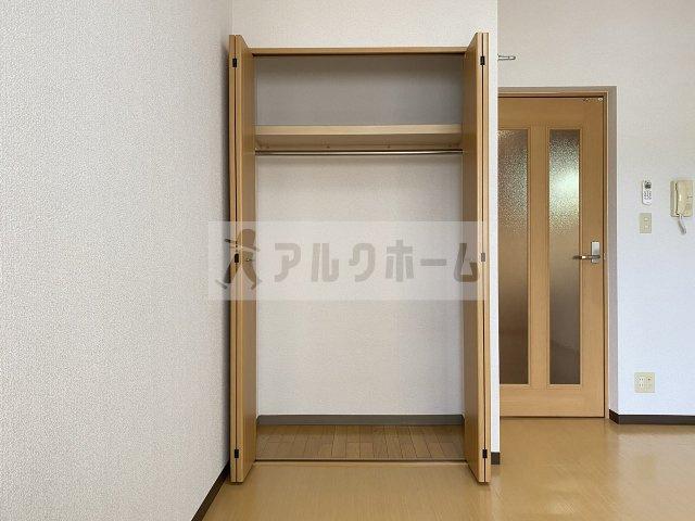 ラフィネ弓削 6.5畳洋室