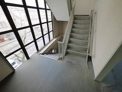 2階のお部屋へはこちらの階段を使いましょう