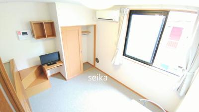 同タイプ居室:カーペット敷きのお部屋です。