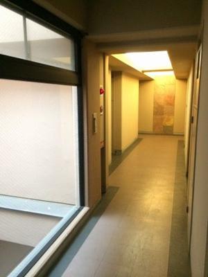 ウインベルデュエット恵比寿の共用廊下です。