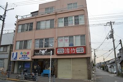 【外観】堺東から10分!中央環状線沿い「堺インター」からすぐ!約9坪!事務所3階