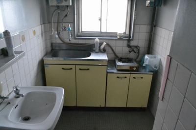 【キッチン】堺東から10分!中央環状線沿い「堺インター」からすぐ!約9坪!事務所3階
