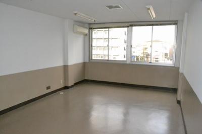 【内装】堺東から10分!中央環状線沿い「堺インター」からすぐ!約9坪!事務所3階