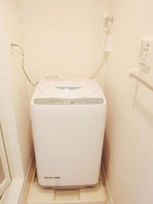 液晶テレビ、テレビ台や収納棚が充実しています
