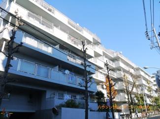 RC造のしっかりした建物で、閑静な住宅街に立地しています。