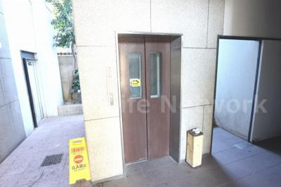エレベーターで移動も楽々