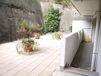 プライベート感のある専用庭が広がっています。