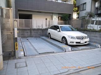 敷地内に、便利な駐車場があります。