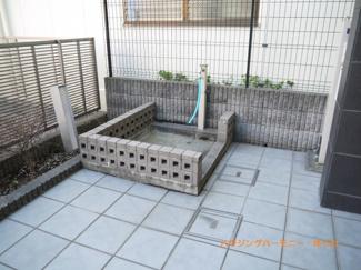 嬉しいペット専用洗い場が完備されています。