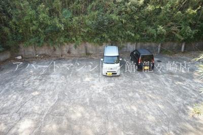 敷地内駐車場1台無料!!