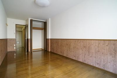 洋室入口には、ハンガー掛けもあります!