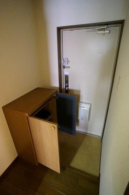 下駄箱は各段3足収納できます!
