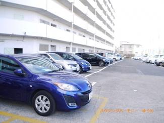 敷地内に、広い駐車場を完備。